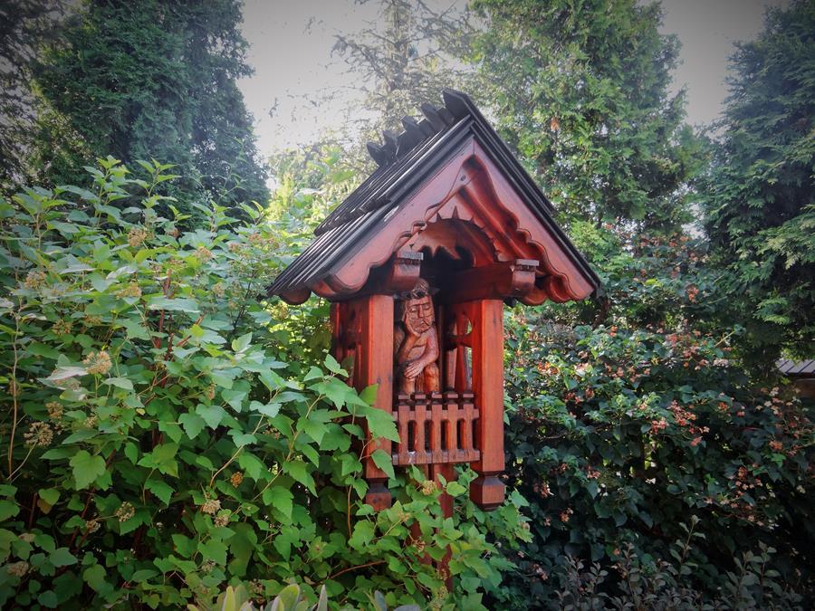 kapliczka z drewna kapliczki ogrodowe